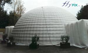 Dome de tente igloo gonflable, en enveloppe PVC 0,6 mm, double peau capitonnée.