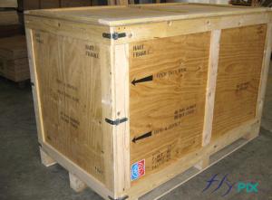 Flycase en bois de transport et de stockage d'un abri gonflable de grande taille, pour la livraison.