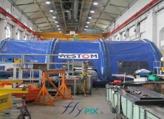 Abri gonflable en forme de tunnel pour chantier, fabriquée pour ALSTOM.