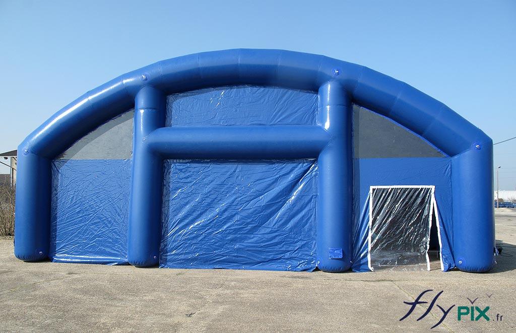 Tente gonflable de grande taille en enveloppe PVC 0,6 mm, air captif étanche, gonflée à l'air.