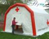 Une tente PMA gonflable fabriquée pour le Croix Rouge Française, avec des marquages personnalisés imprimés.