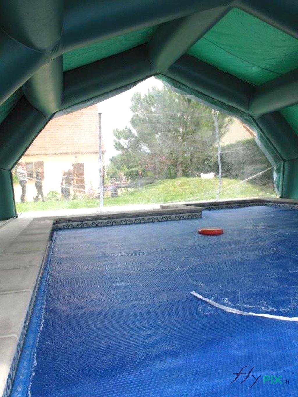 Les abris piscine procurent un large volume utile pour travailler et faire les travaux.