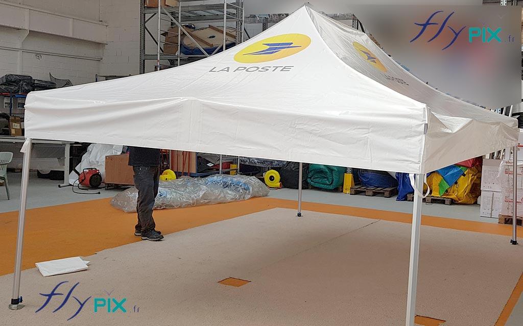 Les tentes pliables sont utilisées en environnement intérieur ou extérieur.
