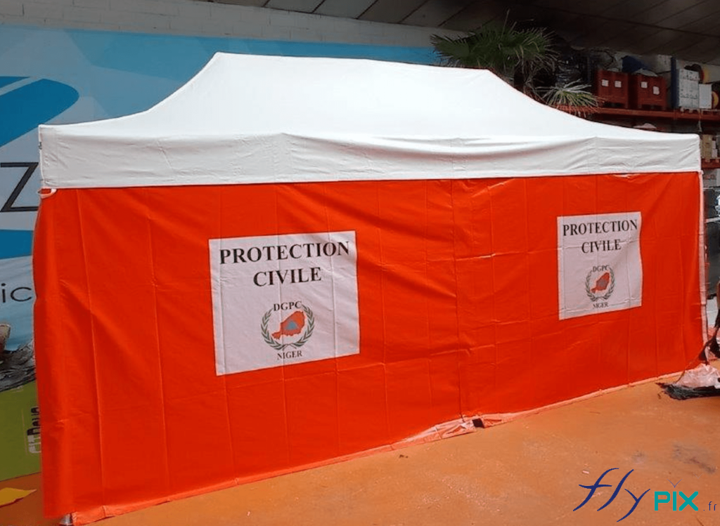 Tente pliable poste de premiers soins, à usage médical, réalisée pour l'Armée française.