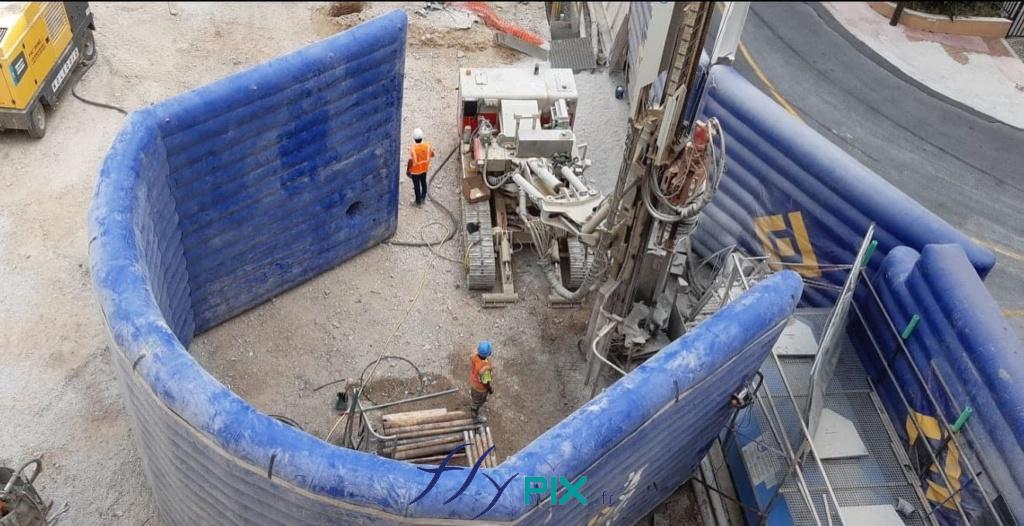 Un mur gonflable air captif, et de grande taille, pour la réduction de bruits pendant les chantier urbains. Il permet de couvrir le bruit des machines en ville.